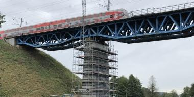 Metalinio tilto Paneriai-Lentvaris 12+649 km atramų konstrukcijų stiprinimas anglies pluošto (CFRP) lamelėmis ir audiniu